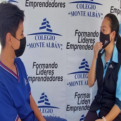 Alumnos de secundaria en clase